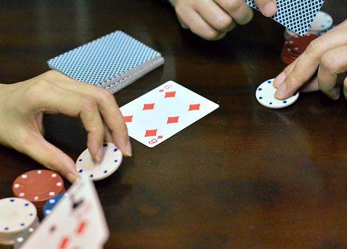 بازی پوکر صلیب آهنین آموزش کامل بازی نحوه Iron Cross Poker